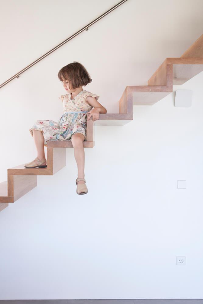 Svævende trapper kan være farlige, hvis du har små børn.