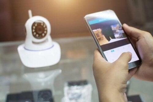 Videokamera bliver styret via en smartphone