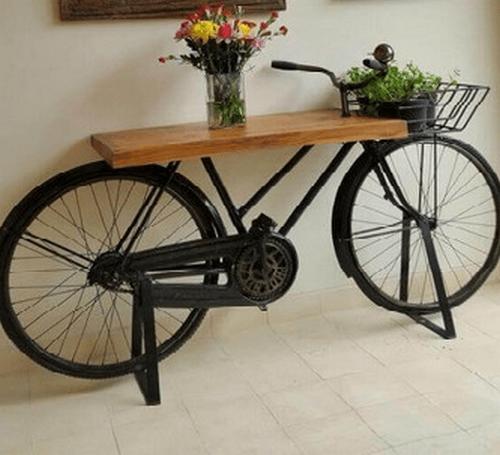 Cykel brugt som et bord i entréen