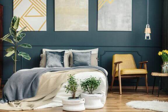 elementer til at dekorere et soveværelse med guld