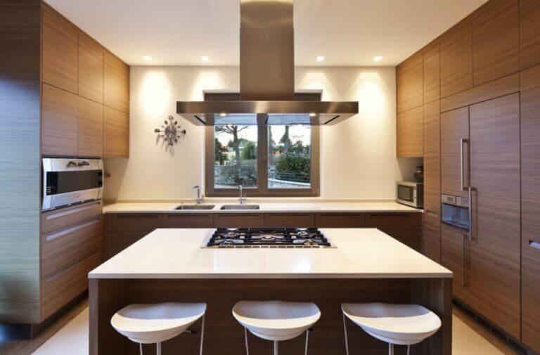køkken med køkkenø