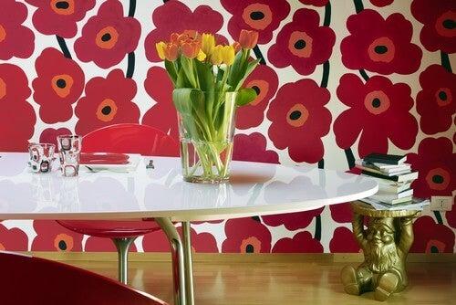 Blomstermønstre på væggen