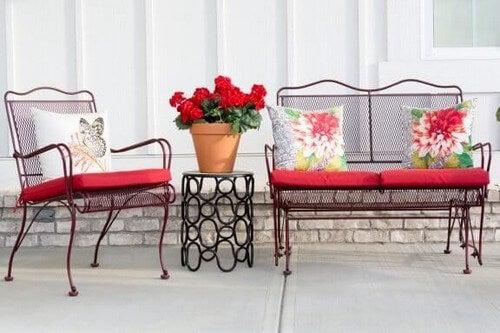 Smedejernsmøbler: Giv dit hjem elegance