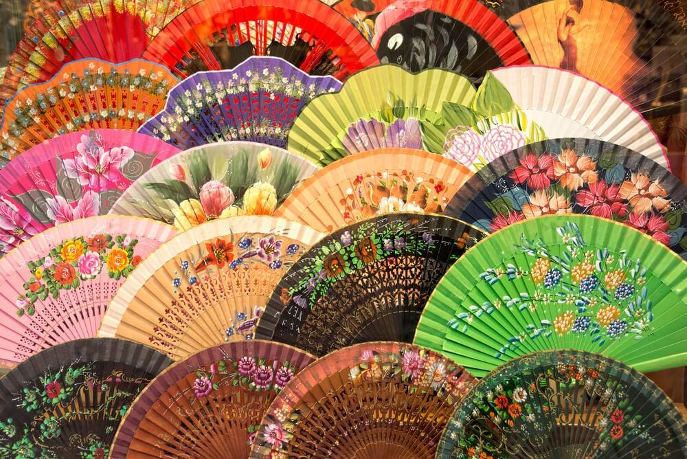 smukke foldbare vifter i forskellige farver