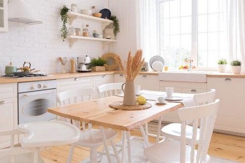 Et hyggeligt spiseområde i køkkenet
