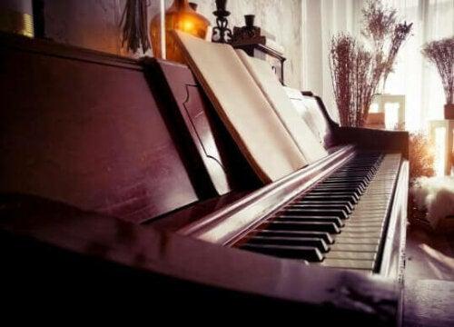 Balanceret indretning med et klaver