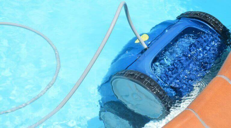 Fiks problemer med vandet i din pool med en rengøringsrobot