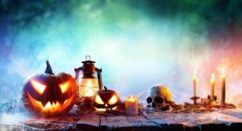 Idéer til en uhyggelig pejs til halloween