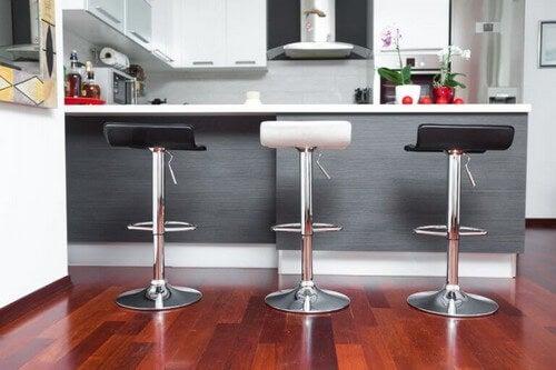 Barstole: Praktiske køkkenmøbler til boligindretningen
