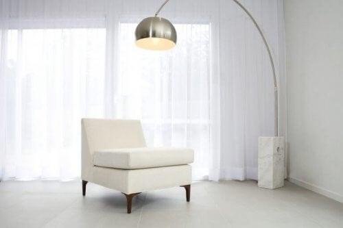 Buede gulvlamper: Sådan bruger du dem i indretningen