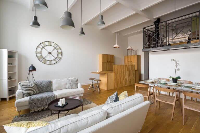 Synlige bjælker og højt til loftet