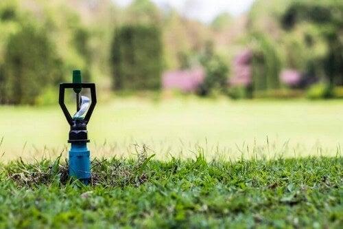 Automatiske sprinklersystemer er ideelle i haven