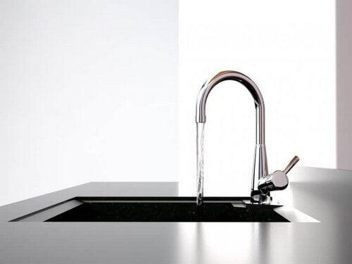 Sådan bruger du en køkkenvandhane som dekoration
