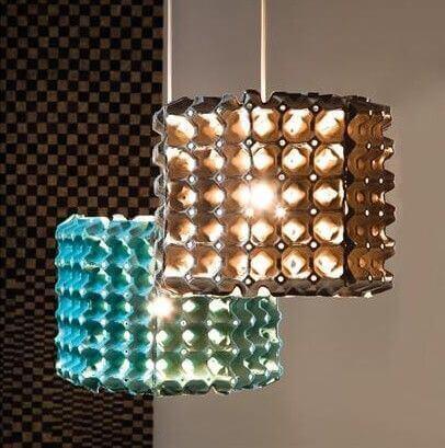 lampe lavet af æggebakker