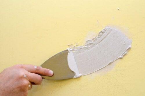 10 nemme trin til at pudse dine vægge