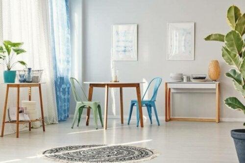Metalliske stole: 3 tips til en kreativ makeover