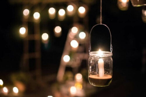 glaskrukke med stearinlys