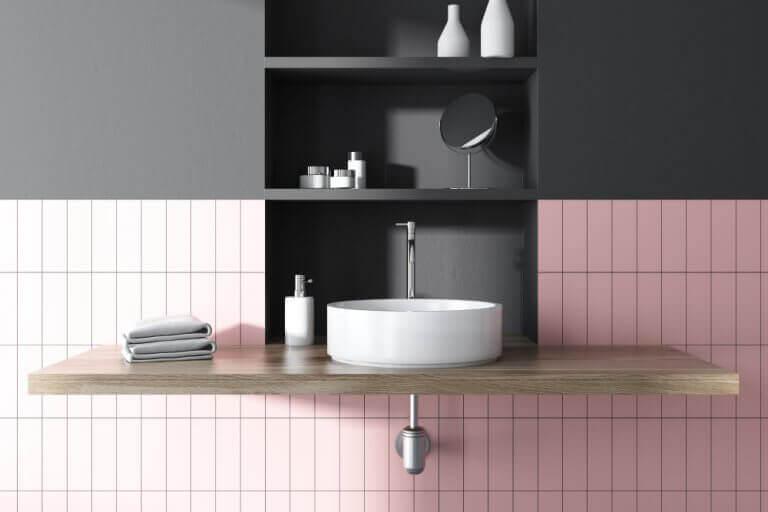Håndvask af porcelæn på badeværelset