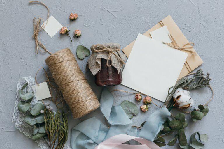 Lav dine egne invitationer i 3 nemme trin