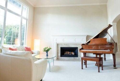 klaver i indretning af stue