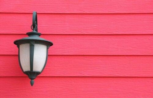 lampe på væg