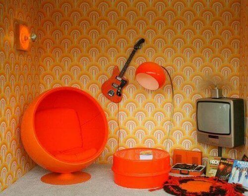 Orange indretning.