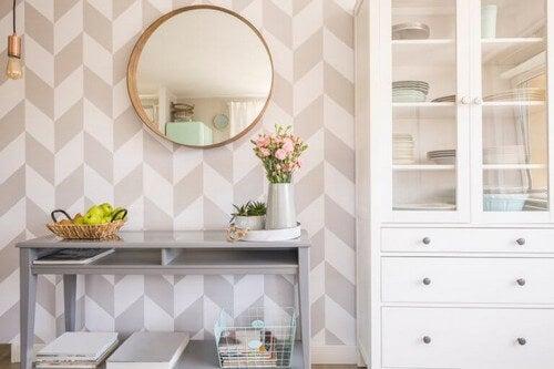 Sådan udsmykker du din stue med runde spejle