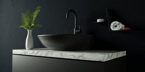 Sorte vandhaner: En ny indretningstrend på badeværelset