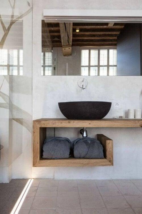 Bordplader i træ kan se meget smukke ud i moderne hjem.