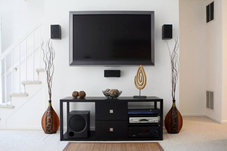 6 råd til at få dit TV til at passe ind i din dekoration