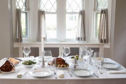 Tips til at dække et smukt bord