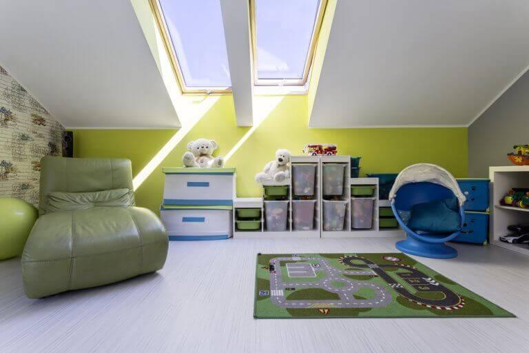 Råd til at holde dit loftsrum organiseret