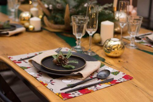 eksempel på at dække et smukt bord til jul