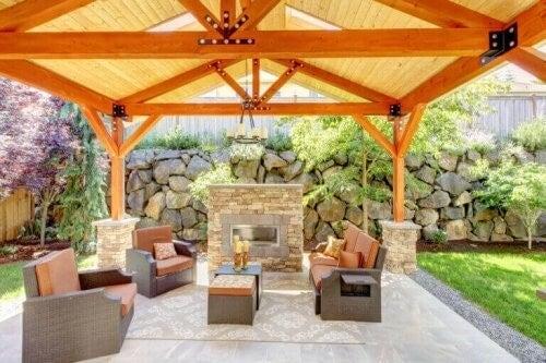 Nyd dit udendørsområde med en smuk terrasse