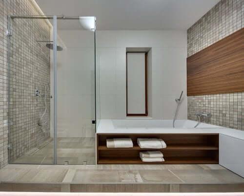 Bruser eller badekar? Fordele og ulemper ved begge