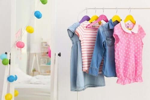 Et walk-in closet til dit barns soveværelse