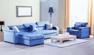blåt sofaparti i en stue