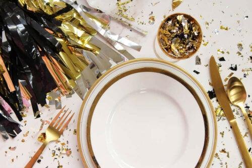 borddækning til en nytårsfest