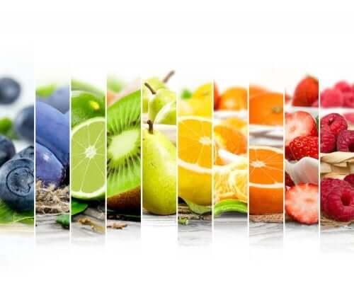 opdel frugterne i sektioner efter deres farve