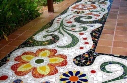 gulv med fliser og mosaik