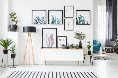 Brug konceptet symmetri til at hænge kunst op i dit hjem!