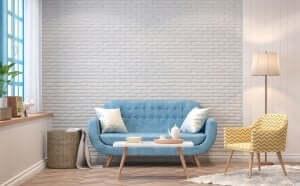 lyseblå sofa med hvide puder