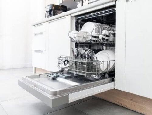 Opvaskemaskiner kan hjælpe dig med at spare tid og kræfter