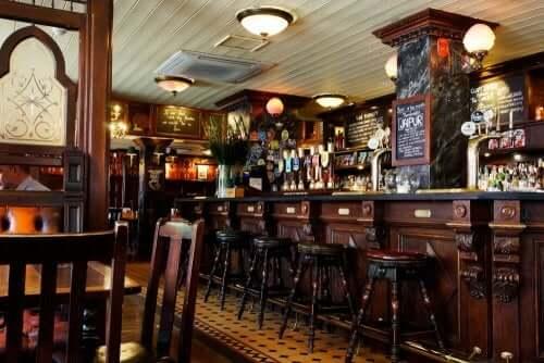gammeldags indretning af en pub