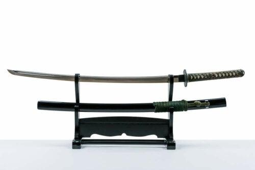sværd på en holder