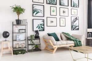 vægkunst ophængt efter konceptet symmetri