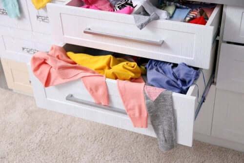 Hvorfor du bør holde dine tøjskuffer organiseret