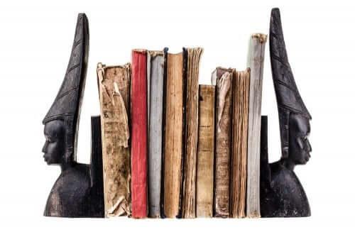 Lav bogstøtter med genbrugsmaterialer