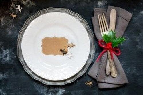Borddækning til en julemiddag