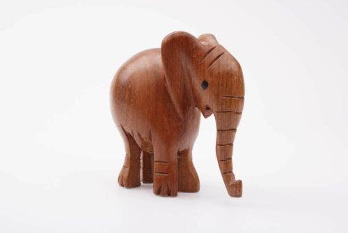elefant af træ